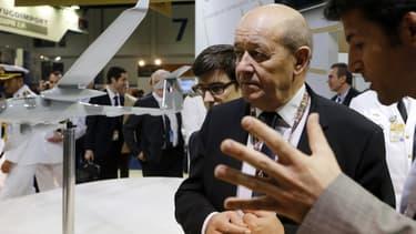 Jean-Yves Le Drian lors du salon de l'armement IDEX