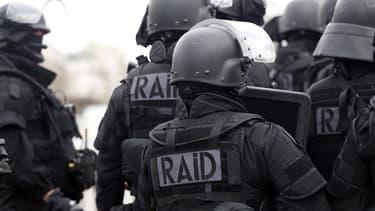 Une femme armée a menacé de se suicider mercredi à l'hôpital à Bobigny. Le Raid a été appelé.