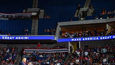 les gradins vides lors du meeting de Trump à Tulsa le 20 juin