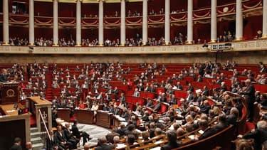 Le président de l'Assemblée nationale, Bernard Accoyer (UMP), a écarté mardi toute modification du mode de scrutin pour les prochaines législatives prévues les 10 et 17 juin. /Photo prise le 16 novembre 2011/REUTERS/Benoît Tessier
