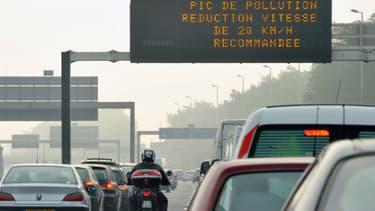 Un panneau invitant à réduire sa vitesse, à défaut de circulation différenciée.