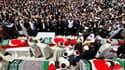 A la mosquée Fatih d'Istanbul, obsèques de la plupart des neuf victimes de l'abordage sanglant trois jours plus tôt par la marine israélienne d'un convoi maritime d'aide destinée à la bande de Gaza. /Photo prise le 3 juin 2010 REUTERS/Murad Sezer