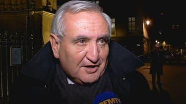 """""""Le bilan, c'est 'quatre contre un'"""", insiste Jean-Pierre Raffarin."""