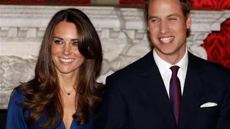 Le prince William épousera sa fiancée Kate Middleton le vendredi 29 avril en l'abbaye de Westminster. /Photo prise le 16 novembre 2010/REUTERS/Suzanne Plunkett