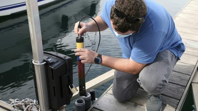 Mise en place un capteur de surveillance de la pollution de l'eau dans le port d'Ajaccio le 22 septembre 2020