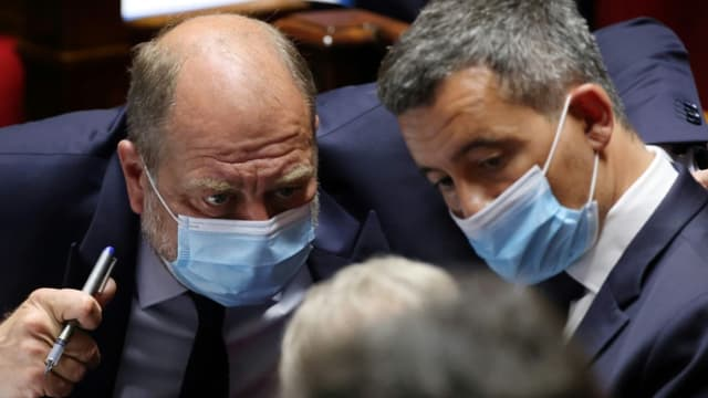 Eric Dupond-Moretti (G) et Gérald Darmanin (D) à l'Assemblée nationale, le 15 juin 2021 à Paris