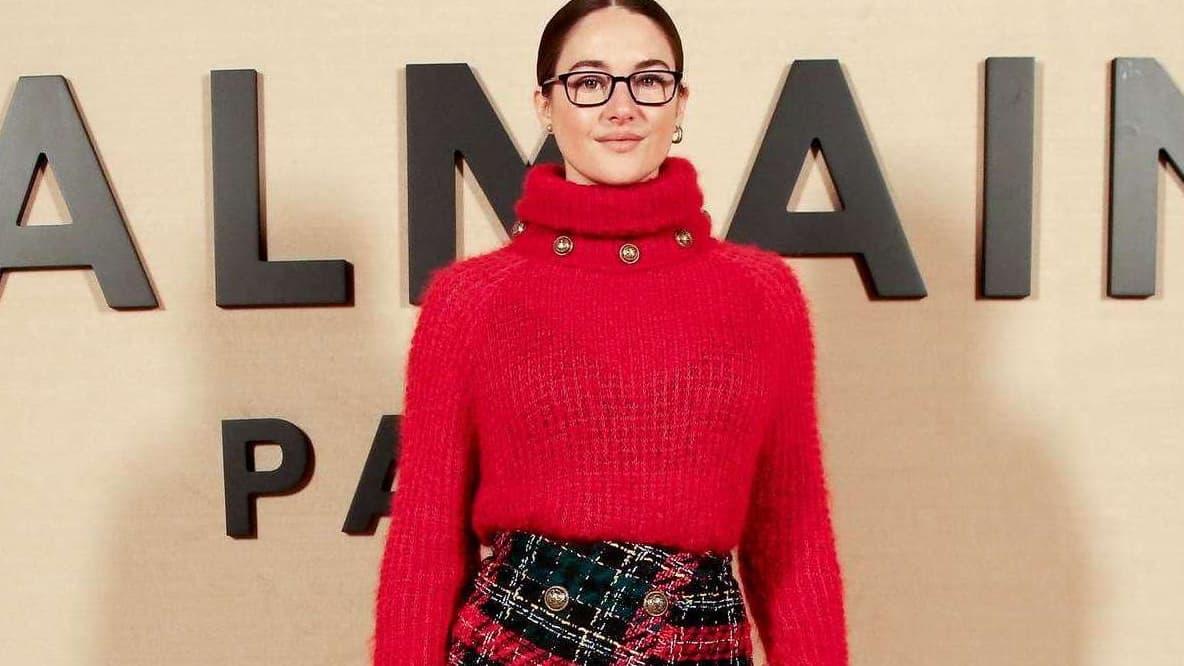 Le look à copier de la semaine: le pull rouge de Shailene Woodley