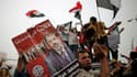 Partisans de Mohamed Morsi au Caire. Les Frères musulmans ont revendiqué lundi la victoire de leur candidat à l'élection présidentielle en Egypte, où les généraux ont publié un nouveau décret transférant le pouvoir législatif à l'armée quelques jours aprè