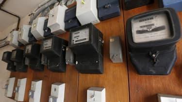 Le ministre du Budget Bernard Cazeneuve n'a pas démenti mercredi que les tarifs de l'électricité pourraient connaître une troisième hausse de 5% en 2015. /Photo prise le 23 juin 2013/REUTERS/Charles Platiau