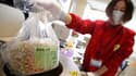 Mesure de la radioactivité sur des graines de haricots à Fukushima, dans le nord du Japon. Un an après la catastrophe qui a détruit la centrale japonaise de Fukushima, le nucléaire demeure une énergie largement utilisée dans le monde bien que le coût de p