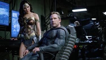 Gal Gadot dans la peau de Wonder Woman, au côté de Ben Affleck dans celle de Batman