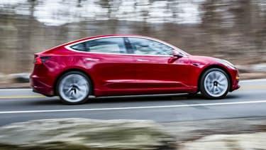 Elon Musk a dévoilé les détails de la version 4 roues motrices de la Model 3 ce week-end.