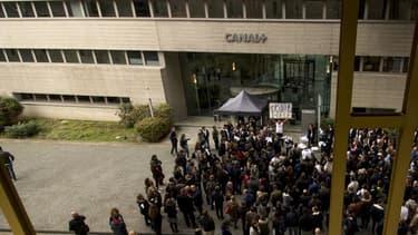 Des manifestants devant le siège de Canal+ à Boulogne, le 28 octobre dernier.