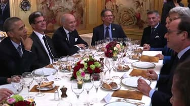 François Hollande et son hôte Barack Obama au restaurant l'Ambroisie, à Paris, le 30 novembre 2015.