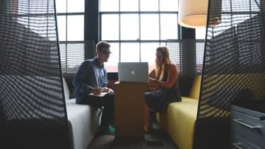 Les jeunes diplômés sont les premières victimes de l'atonie du marché des cadres, les entreprises préférant embaucher des personnes ayant au moins un an d'expérience.