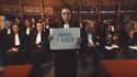 """Capture d'écran du clip """"Balance ta robe"""" de l'Union des Jeunes Avocats de Valenciennes (Nord)."""