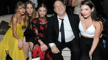Harvey Weinstein, entouré deTaylor Swift, Este Haum, Jaime King et Lorde, aux Golden Globes en 2015