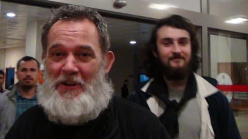 Didier François suivi par Edouard Elias, samedi, quelques heures après leur libération en Turquie.