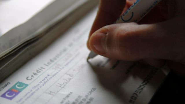 Les députés craignaient que la réduction de la durée de validité des chèques ne complique la vie des gens.