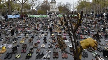 La place de la République, à Paris, couverte de chaussures, le 29 novembre.