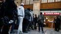 La queue devant le Burger King de Gare Saint-Lazare à Paris, ouvert en décembre 2013.