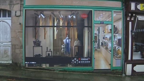 Un vitrine factice pour un magasin vide.