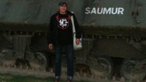 La candidate FN portant un tee-shirt de la Waffen-SS.