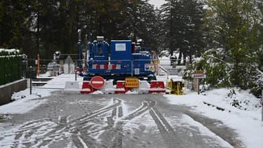 Route barrée en Ardèche après les fortes neiges, le 15 novembre 2019