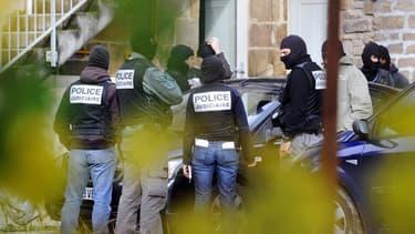 L'arrestation des membres du groupe de Tarnac, le 11 novembre 2008.