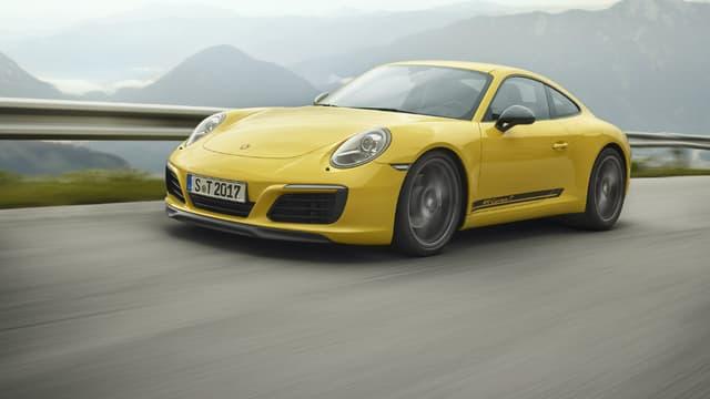 Porsche agrandit sa gamme avec la 911 T, une version à boite manuelle de l'iconique 911.