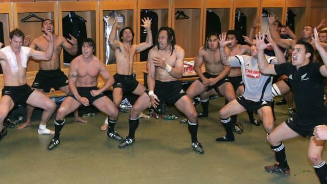 Les All Blacks dans le vestiaire du Stade de France en 2004