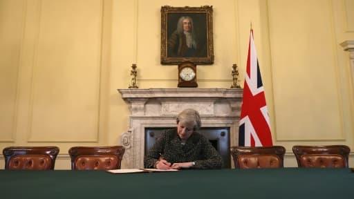 Theresa May, le 28 mars 2017, au 10 Downing Street