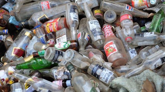 Lorsque le verre est jeté dans le conteneur connecté, il est identifié et déclenche le gain de points que l'on peut utiliser chez les commerçants du quartier ou offrir à une association.
