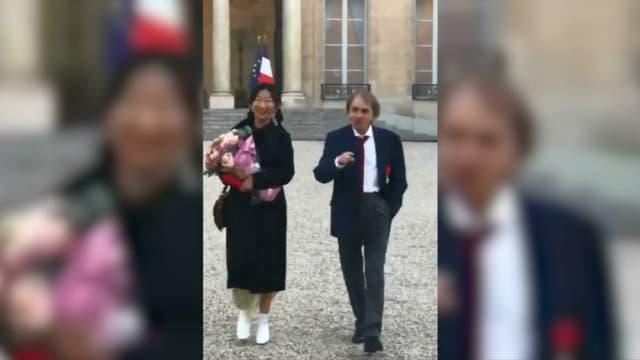 Michel Houellebecq et son épouse à l'Elysée.