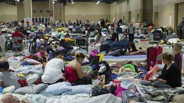 Des personnes se réfugient dans des refuges à Miami, en Floride, avant le passage de l'ouragan Irma, le 8 septembre 2017