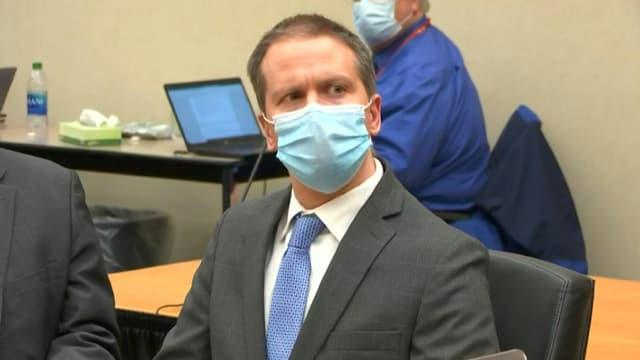 Le policier américain Derek Chauvin à l'annonce du verdict le reconnaissant coupable du meurtre de George Floyd, le 20 avril 2021 au tribunal de Minneapolis, dans le Minnesota.