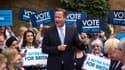 Le Premier ministre britannique David Cameron mercredi 21 mai à Londres, avec des supporters du parti conservateur.