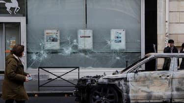 Ce sont 142 entreprises qui ont été fortement affectées (vitrines détruites, traces de fumées, magasins +pillés+) à Paris le 1er décembre conduisant parfois à la fermeture de commerces.
