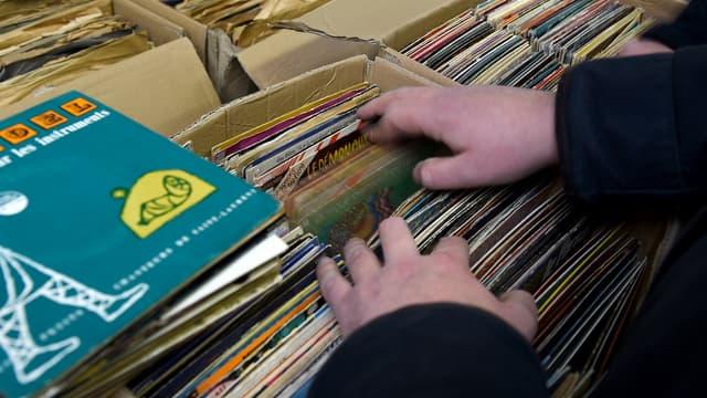 Entre autres raretés, le collectionneur pourra retrouver un lot de disques de génériques de dessins animés des années 1960 et 1970.