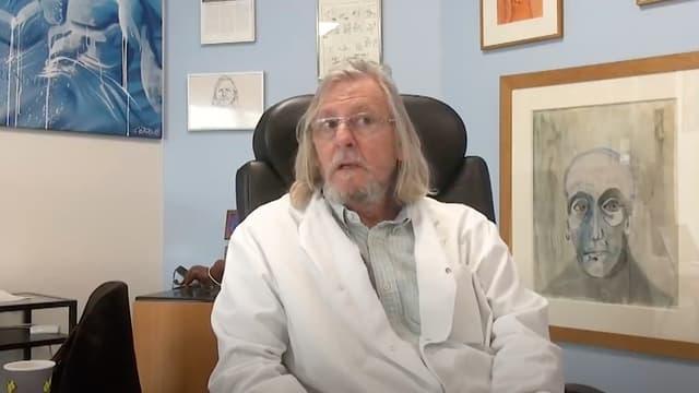 Le professeur Didier Raoult dans son bureau à Marseille.