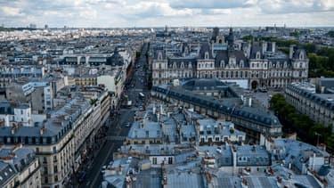 La vignette Crit'Air, obligatoire en semaine et en journée à Paris depuis ce lundi 16 janvier, marque le début d'une réduction progressive de l'accès des voitures à la capitale.