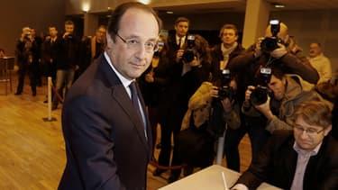 François Hollande lors du premier tour des élections municipales à Tulle, en Corrèze.