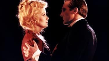 """Catherine Deneuve et Gérard Depardieu en 1980, dans """"Le dernier Métro"""" de François Truffaut."""