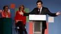 """A quatre jours du second tour des élections régionales, François Fillon a exhorté lors d'un meeting à Paris les électeurs à """"calmer les ardeurs"""" de la gauche dont il a fustigé """"les rêves présidentiels"""". /Photo prise le 17 mars 2010/REUTERS/Benoît Tessier"""