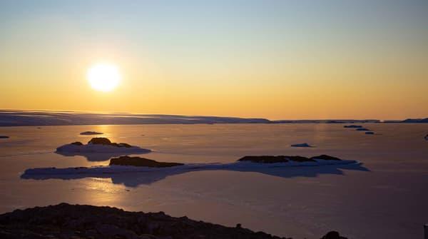 Un coucher de soleil sur la banquise en 2020