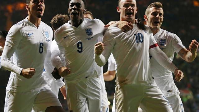 Chris Smalling, Danny Welbeck, Wayne Rooney et Jack Wilshere (de gauche à droite)
