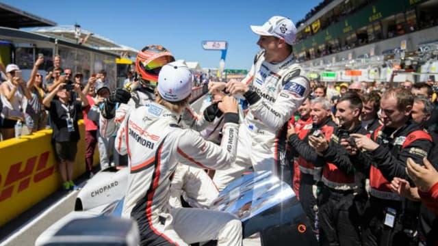 La team Porsche victorieuse dans la 919 #2 avec Earl Bamber, Timo Bernhard et Brandon Hartley.