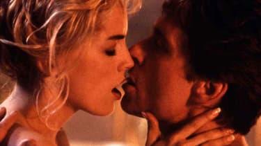 Michael Douglas et Sharon Stone dans Basic Instinct.