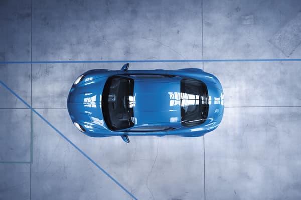 La répartition des masses: 44% à l'avant, 56% à l'arrière, avec un moteur central arrière.