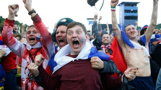 La joie des supporters russes après la victoire de la Russie face à l'Espagne, le 1er juillet 2018 à Moscou